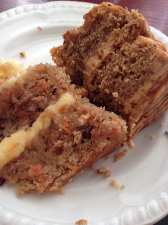The Lemon Tree Restaurant: Carrot cake (left slice) coffee walnut cake (slice right)