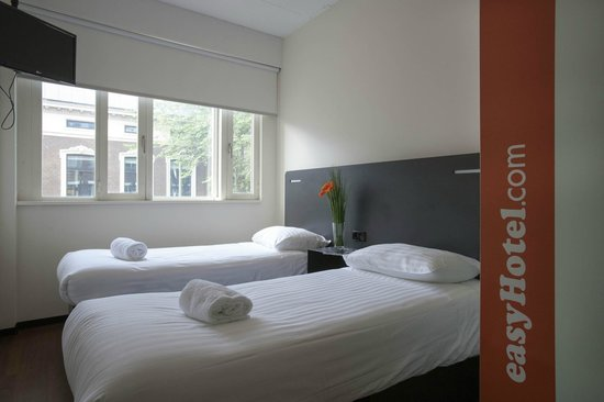 easyHotel Den Haag City Centre: Twin room