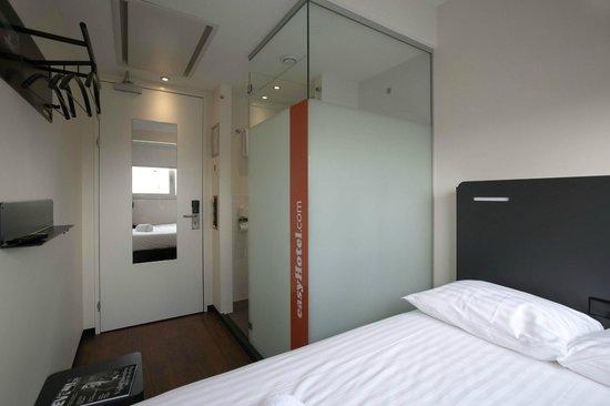 easyHotel Den Haag City Centre: Room