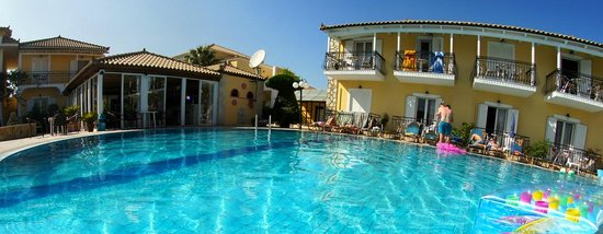 Aphrodite Apartments: Pool Area