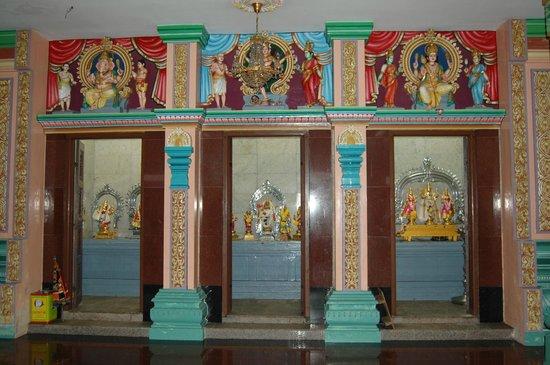 Sri Maha Mariamman Temple : внутреннее убранство