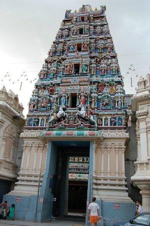 Sri Maha Mariamman Temple : вход в храм