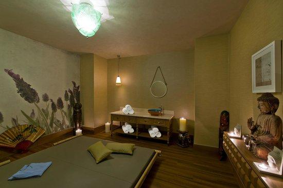 Titanic Beach Lara Hotel: SPA Center - Massage Room