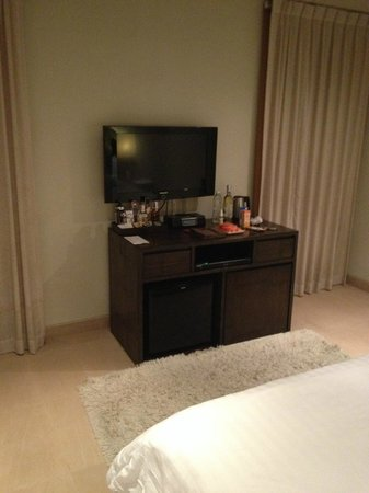 Serenity Resort & Residences Phuket: TV / Minibar