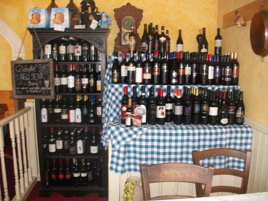 Il Vesuvio Restaurant: Plenty of fantastic wines to choose from!