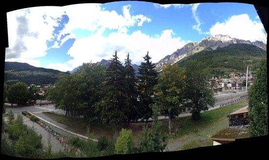 Eden Hotel Bormio: view from balcony