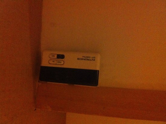 Urbana Sathorn : Control unit of air condition with missing button