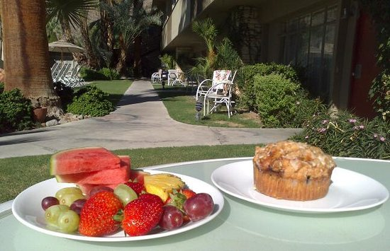 The Chase Hotel of Palm Springs: breakfast outside your room