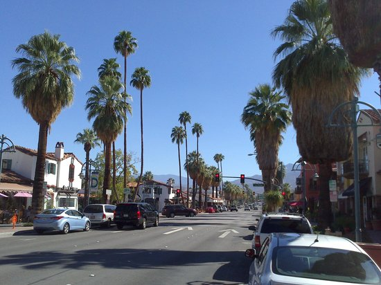 The Chase Hotel of Palm Springs: shops within two minutes walk