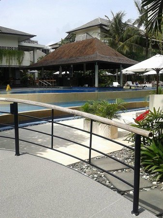 The Breezes Bali Resort & Spa: Pool bar
