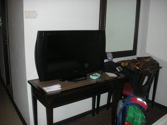 Bossotel Bangkok: tv (mai accesa)