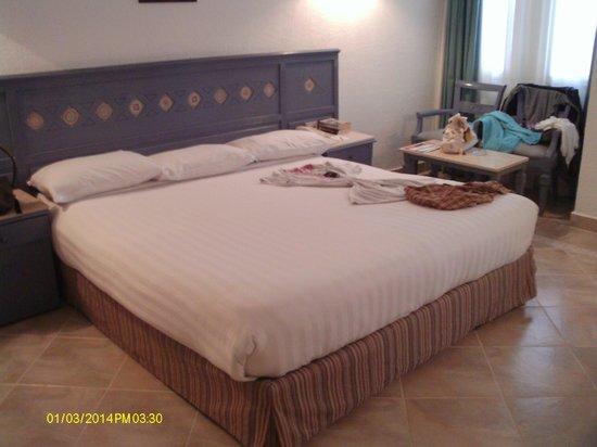 SUNRISE Select Royal Makadi Resort: My giant bed