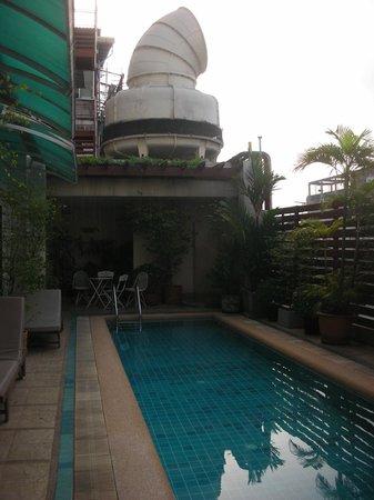 Bossotel Bangkok: Vista piscina
