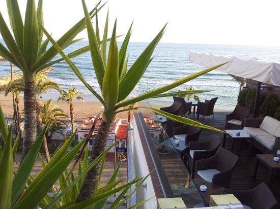 Hotel Platjador: vita terraza bar
