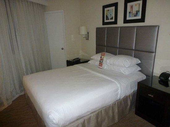 GALLERYone - A DoubleTree Suites by Hilton Hotel: cama