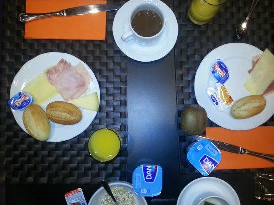 Hotel Cortezo: De eerste ronde van het uitgebreide ontbijt