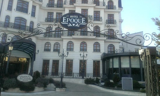 Epoque Hotel: Entrance to the hotel