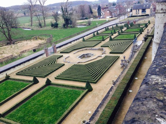 Chateau Neercanne : The gardens, beautiful even in winter