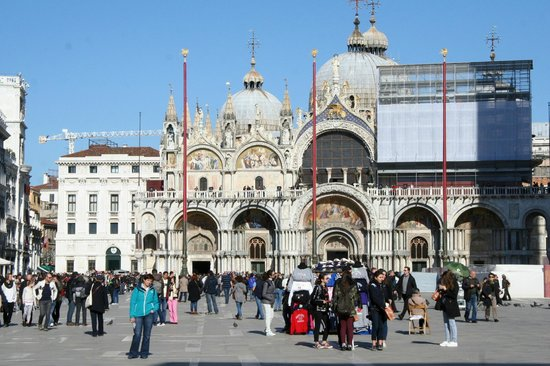 Markusplatz (Piazza San Marco): 23