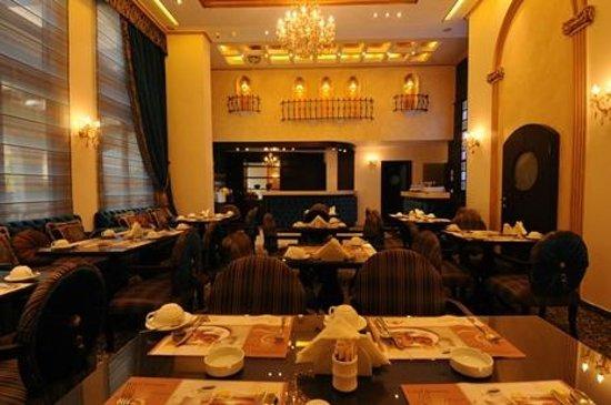 Queen's Suite Hotel: Restaurant