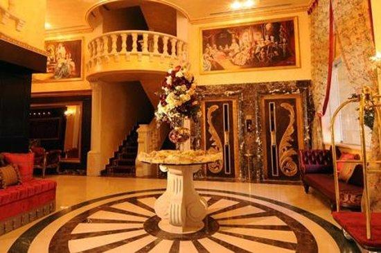 Queen's Suite Hotel: Lobby