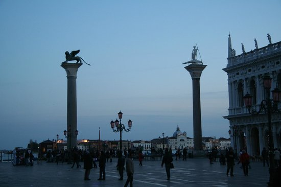 Markusplatz (Piazza San Marco): 12