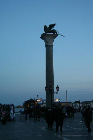 Markusplatz (Piazza San Marco): 8