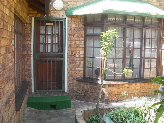 House on York: Acacia Entrance