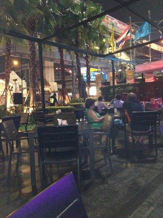 Dee Lounge and Beer Garden