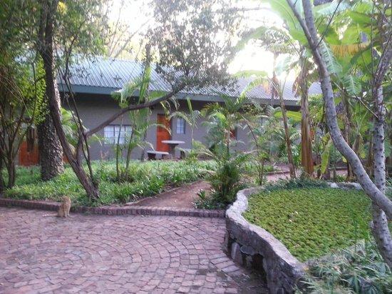 Shangri-La Country Hotel & Spa: gardens