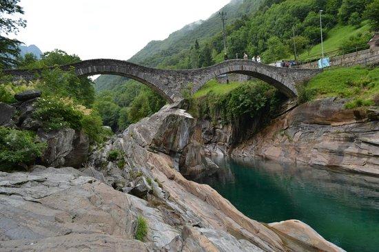 Verzasca Dam : Римский мост