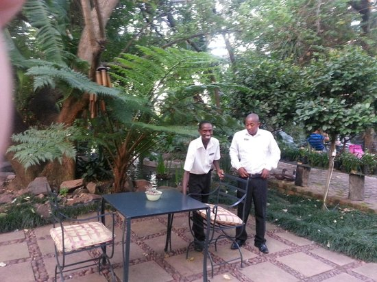Shangri-La Country Hotel & Spa: friendly staff