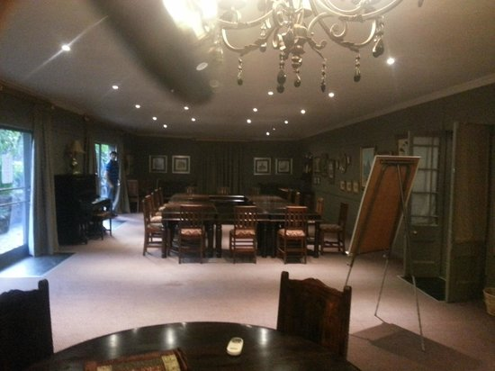 Shangri-La Country Hotel & Spa: conference room