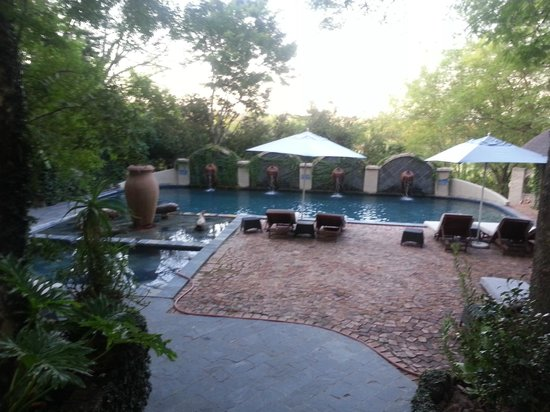 Shangri-La Country Hotel & Spa: pool