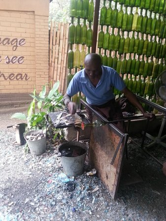 Shanga & Shanga Foundation: glass blowing