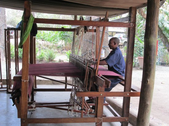 Shanga & Shanga Foundation: weaving