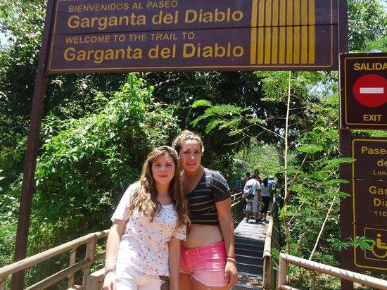 Iguazu Falls : entrando a garganta del diablo