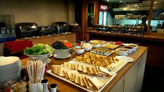 The Cottage Suvarnabhumi: Buffet breakfast