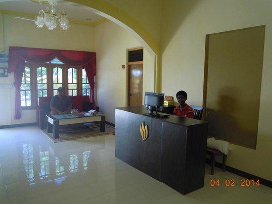 Atoll Beach Inn: reception