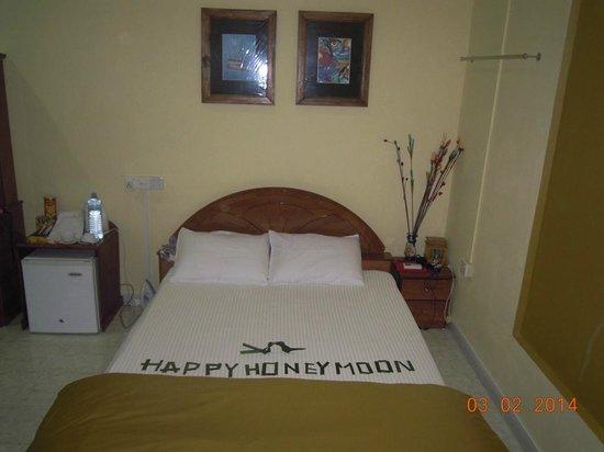 Atoll Beach Inn: Our bed