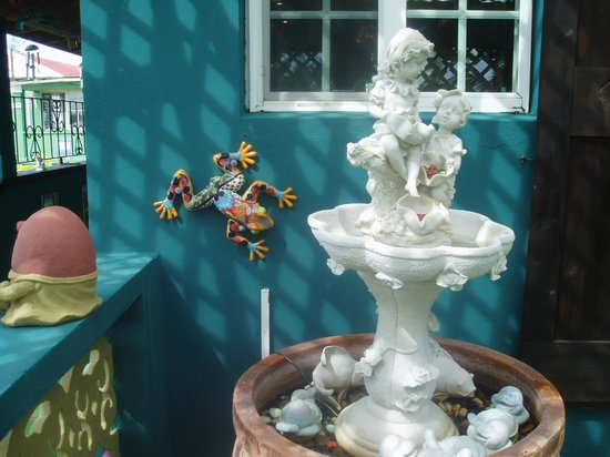 Clay Villa Plantation House & Gardens: Some of the decorations all around the grounds