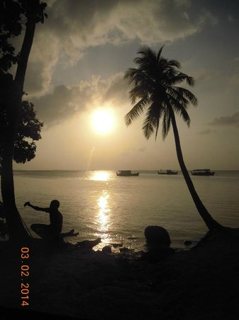 Atoll Beach Inn: sundown
