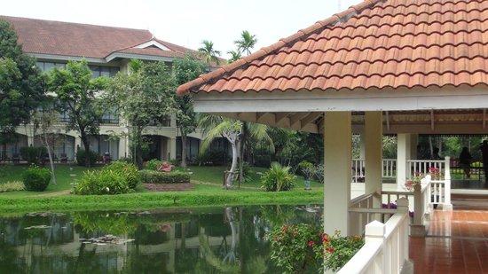 Sofitel Angkor Phokeethra Golf and Spa Resort: 中庭
