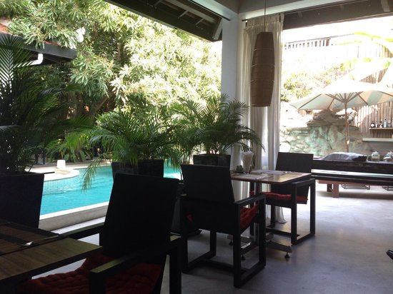 The Governors House Boutique Hotel Phnom Penh: Very quiet breakfast space