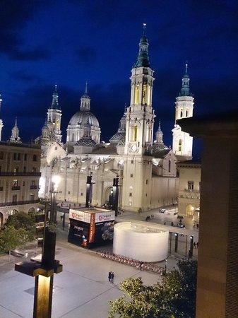 Apartamentos Sabinas El Pilar: Vista de la Basílica del Pilar desde el ático, foto Aurelio Anaya