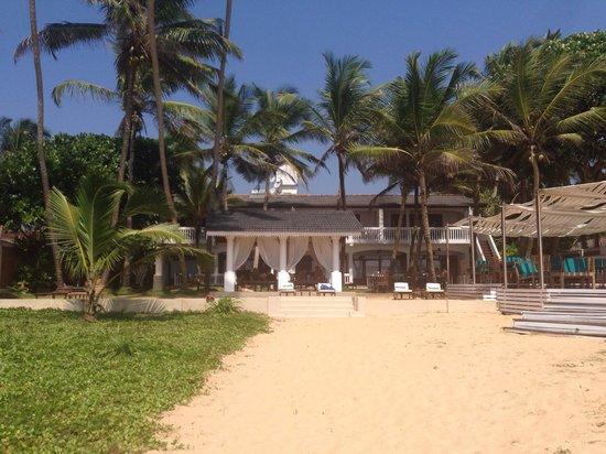 Suite Lanka: Hotel vom Strand aus gesehen;-)