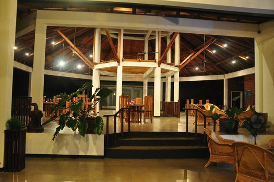 Brook Boutique Hotel & Spa : at night