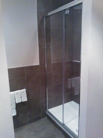 Vasanta Hotel Boutique : La douche