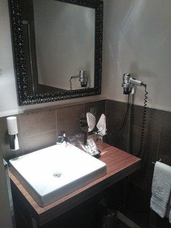 Vasanta Hotel Boutique: Salle de bain