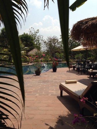Battambang Resort: The pool is super great. Temperature perfect